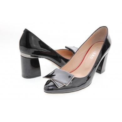 Дамски елегантни обувки от лак и впечатляваща комбинация от цветове